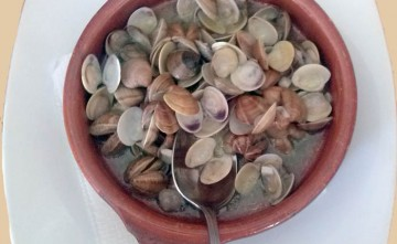 Almejas al ajillo Restaurante en Estepona