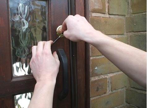 Apertura de todo tipo de puertas, cerrajero Estepona