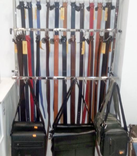 Cinturones y bolsos para hombre en Estepona