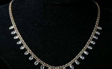 Gargantilla de oro con diamantes Estepona