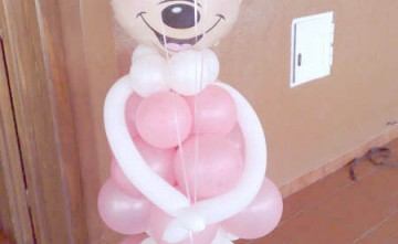 Muñeca Minnie hecha con globos