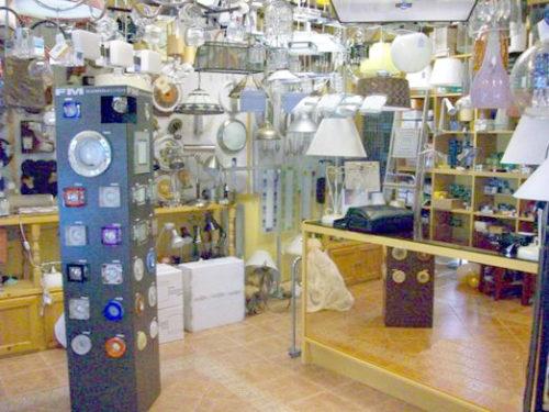 Bombillas Mecanismos y Materiales de Electricidad en Estepona
